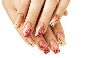 Variados esmaltes de uñas