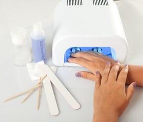 Se requiere el secador de rayos UV para el secado del gel