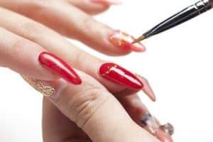 Como se quitan las uñas esculturales en casa