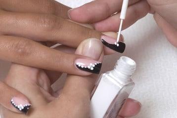 Como quitar las uñas acrilicas